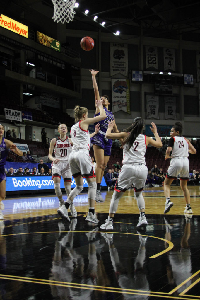 Vicky Parra shooting in the crowd of SUU players. (BriElle Harker / The Signpost)