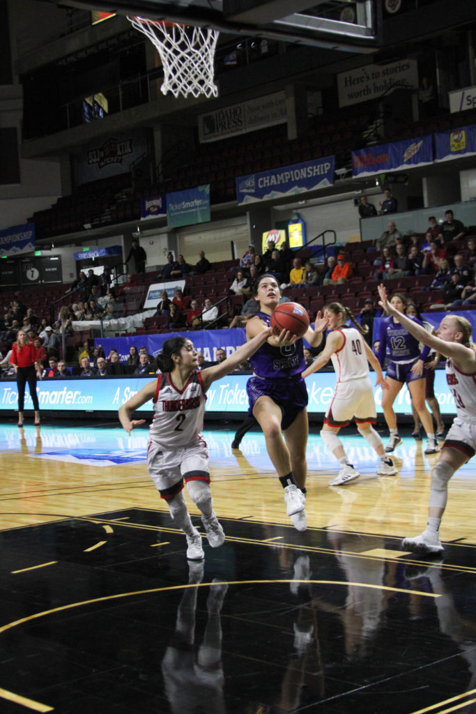 Ula Chamberlin running for the basket past Rebecca Cardenas. (BriElle Harker / The Signpost)