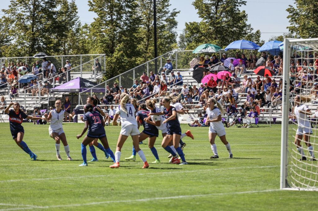 Weber State defends against Fresno State (Robert Lewis / The Signpost)