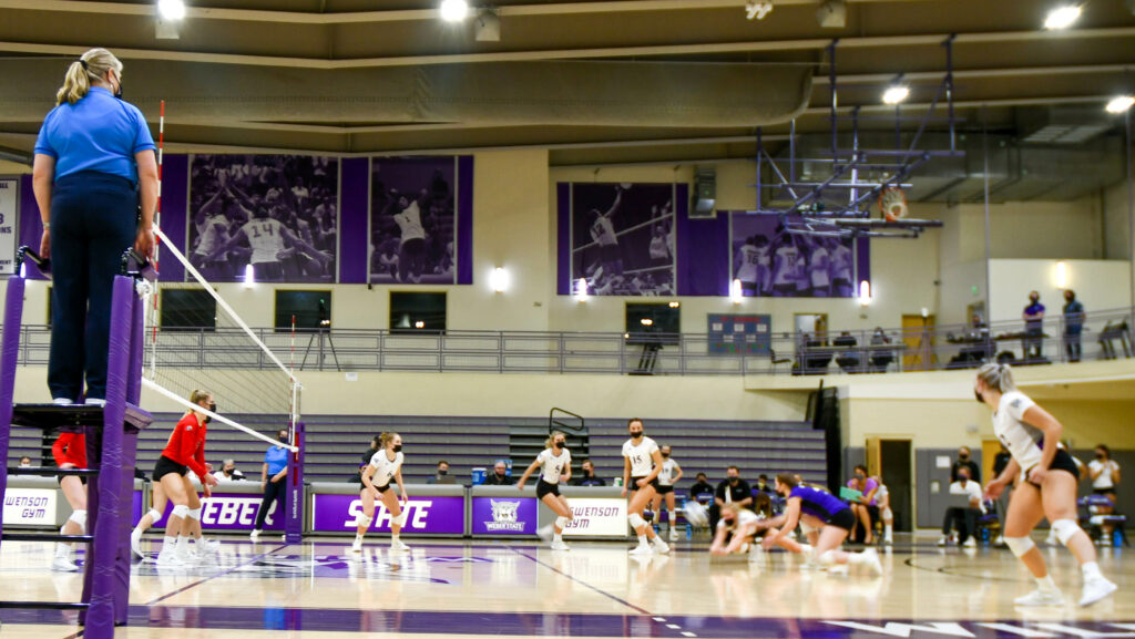 The Weber State women's volleyball team dominated the second of two games against Southern Utah University on Friday, Feb 12. (Nikki Dorber / The Signpost)