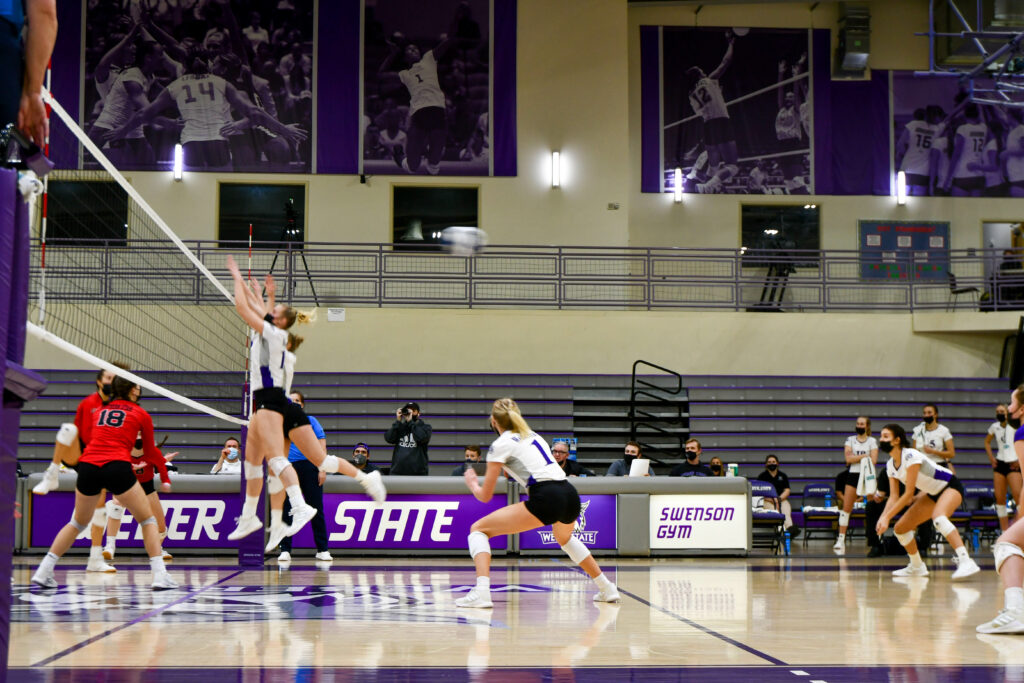 The Lady Wildcats sweep Southern Utah University's Thunderbirds on Feb 13, during their second game. (Nikki Dorber / The Signpost)
