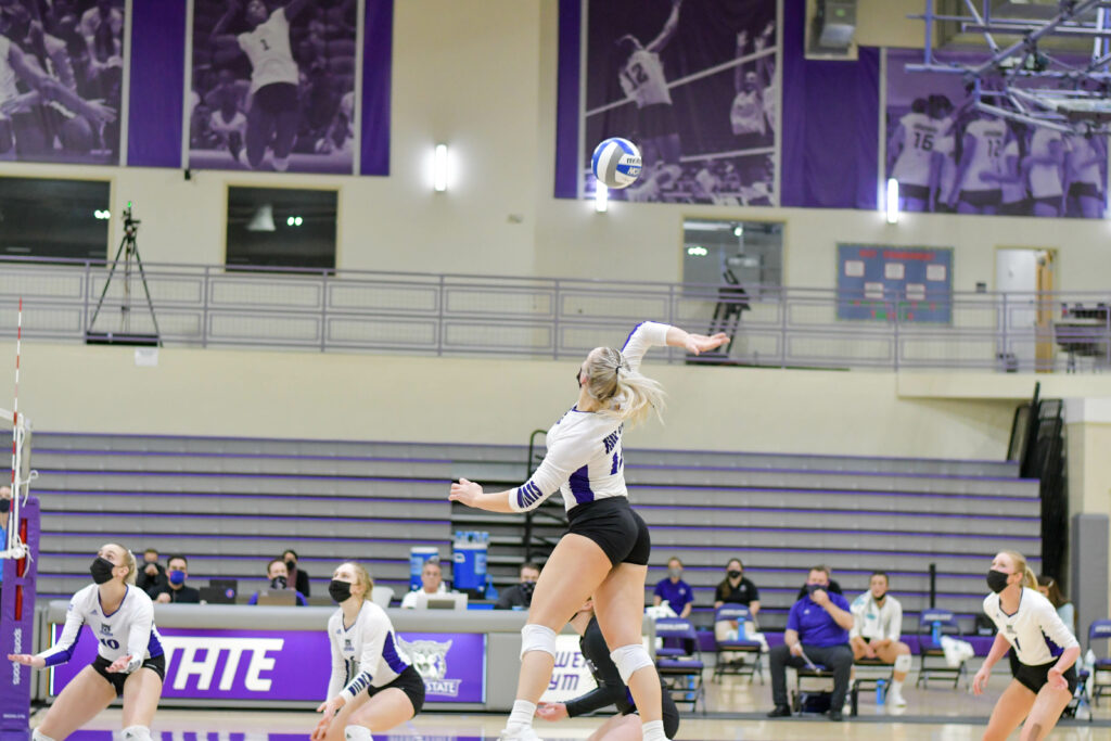 Weber State's Dani Nay showing her skill on the court while the team is ready to assist. The Wildcats win Saturday's game against Sacramento giving 10-game winning streak. Nikki Dorber/The Signpost