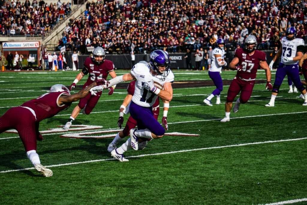 Ty Macpherson scores his first career touchdown against Montana. (THE SIGNPOST/ ISRAEL CAMPA)