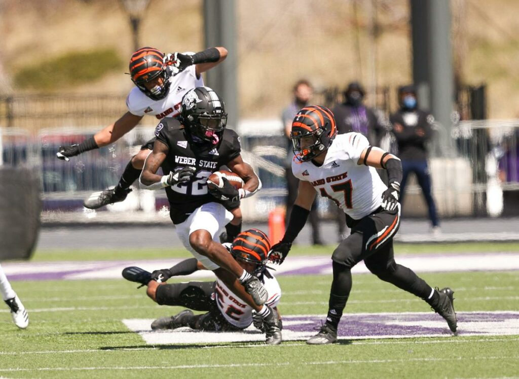 The Bengals try everything to stop a rushing #22 on April 10. (WSU Athletics)