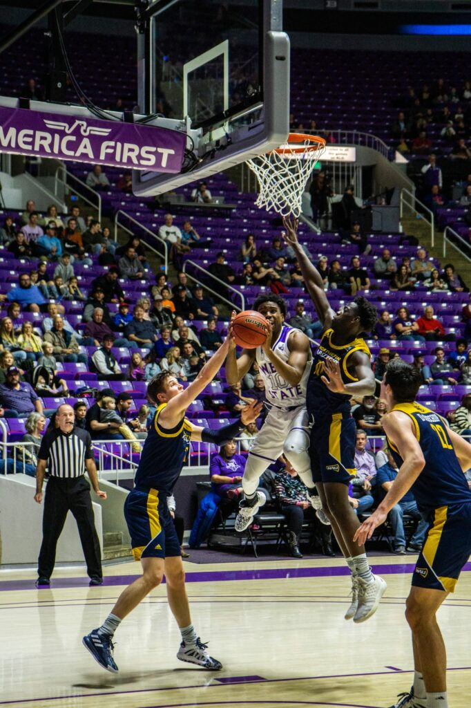 Jerrick Harding gets the layup despite the defense coverage. (THE SIGNPOST/ ISRAEL CAMPA)