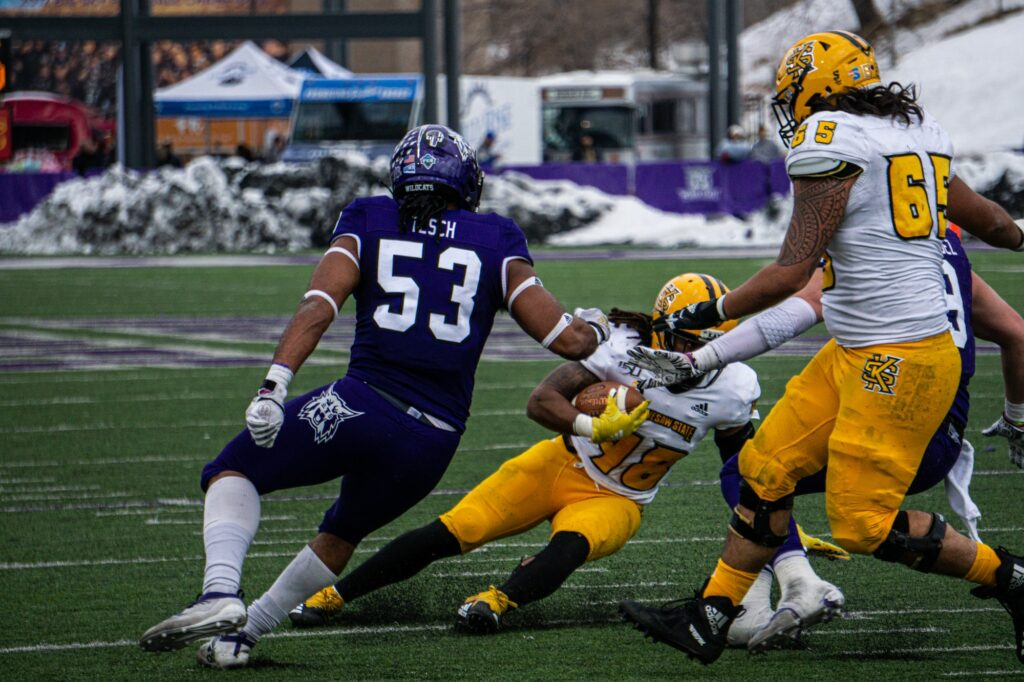 Auston Tesch fights against the Kenesaw State offense. (THE SIGNPOST/ ISRAEL CAMPA)